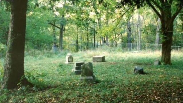 Bachelor's Grove Cemetery, Chicago