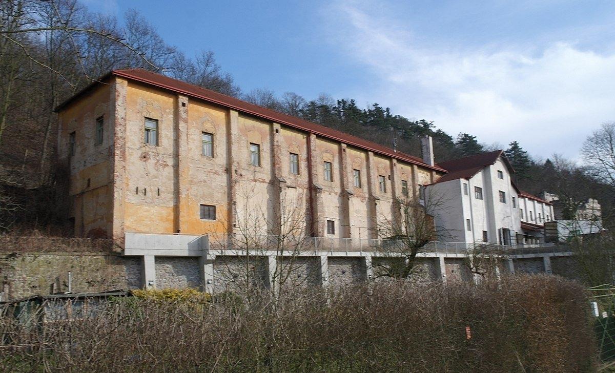 Kavkova továrna na víno a lihoviny