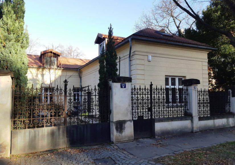 Bývalá konírna vily Pellé