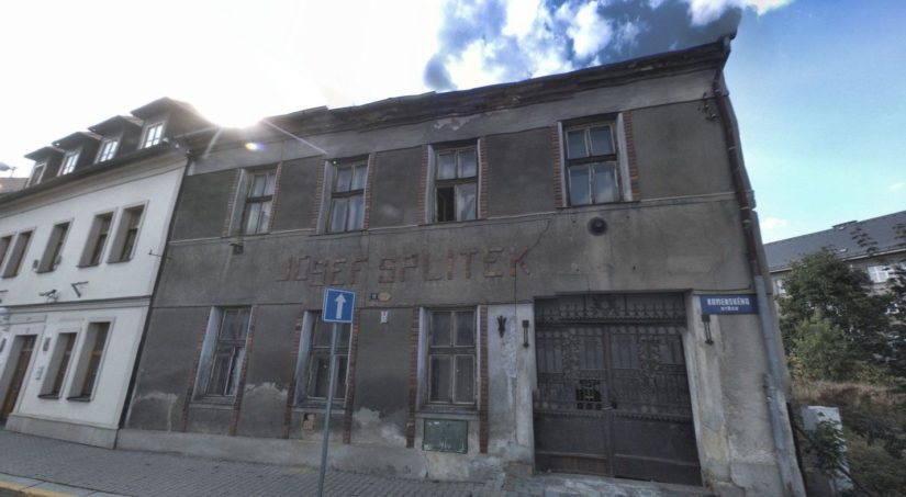 Dům s nápisem Josef Splitek